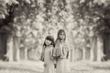 family-children-girls-sisters-portraits-classic-black-and-white-london-lily-sawyer-photo.jpg