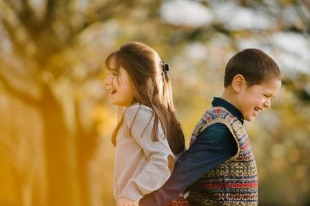 family-photoshoot-autumn-golden-leaves-west-ham-park-london-lily-sawyer-photo.jpg