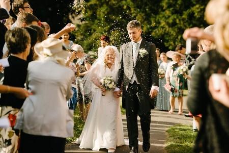 cotswolds wedding london wedding photographer bampton english wedding