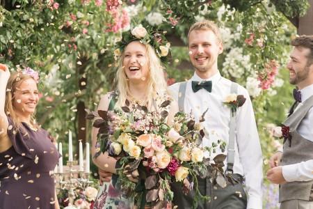 modern-vintage-london-wedding-wild-flowers-vintage-jewellery-bold-colourful-wedding-photographer-lily-sawyer-photo_0020