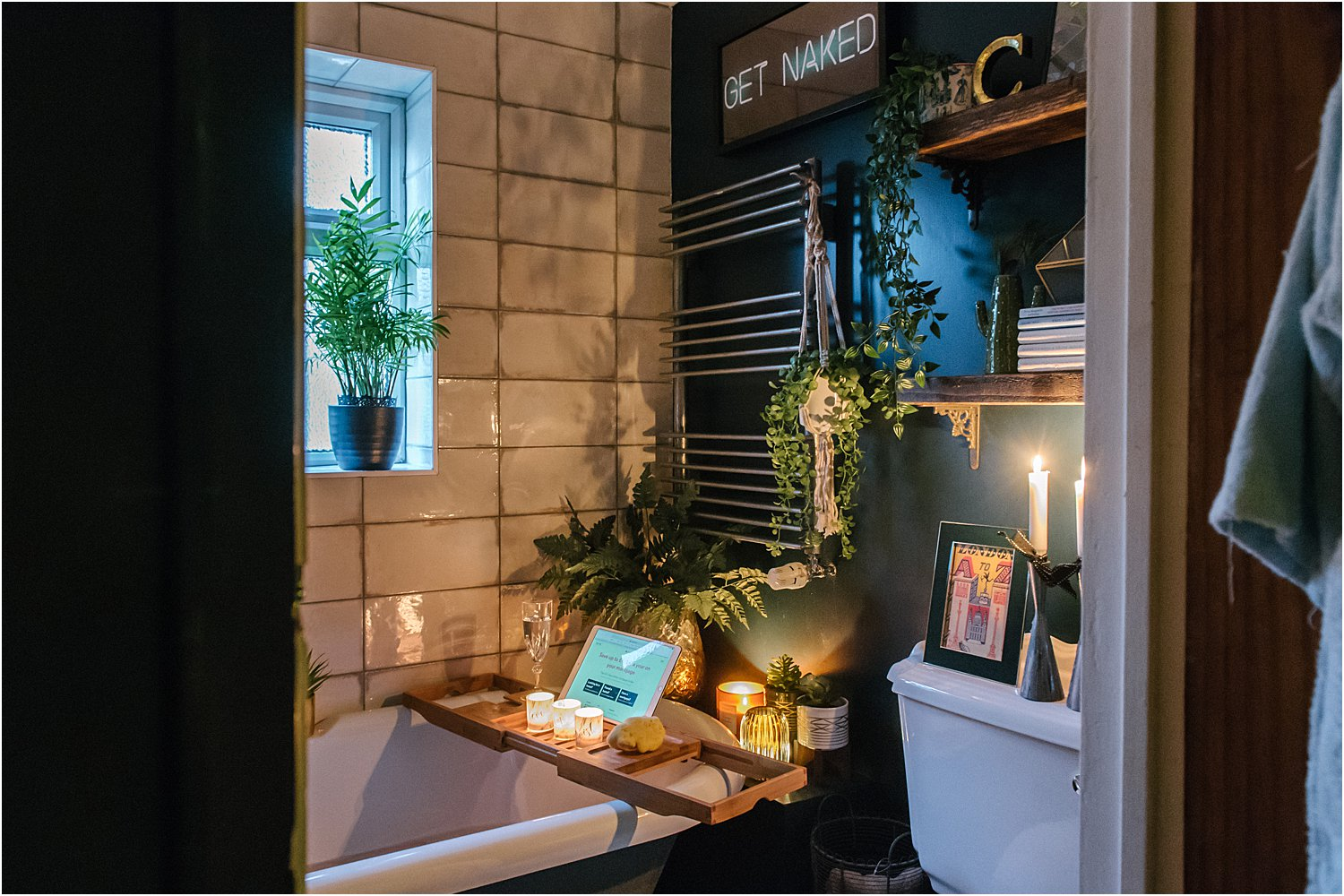 dark-maximalist-hague-blue-bathroom-room-eclectic-cosy-vintage-lily-sawyer-photo