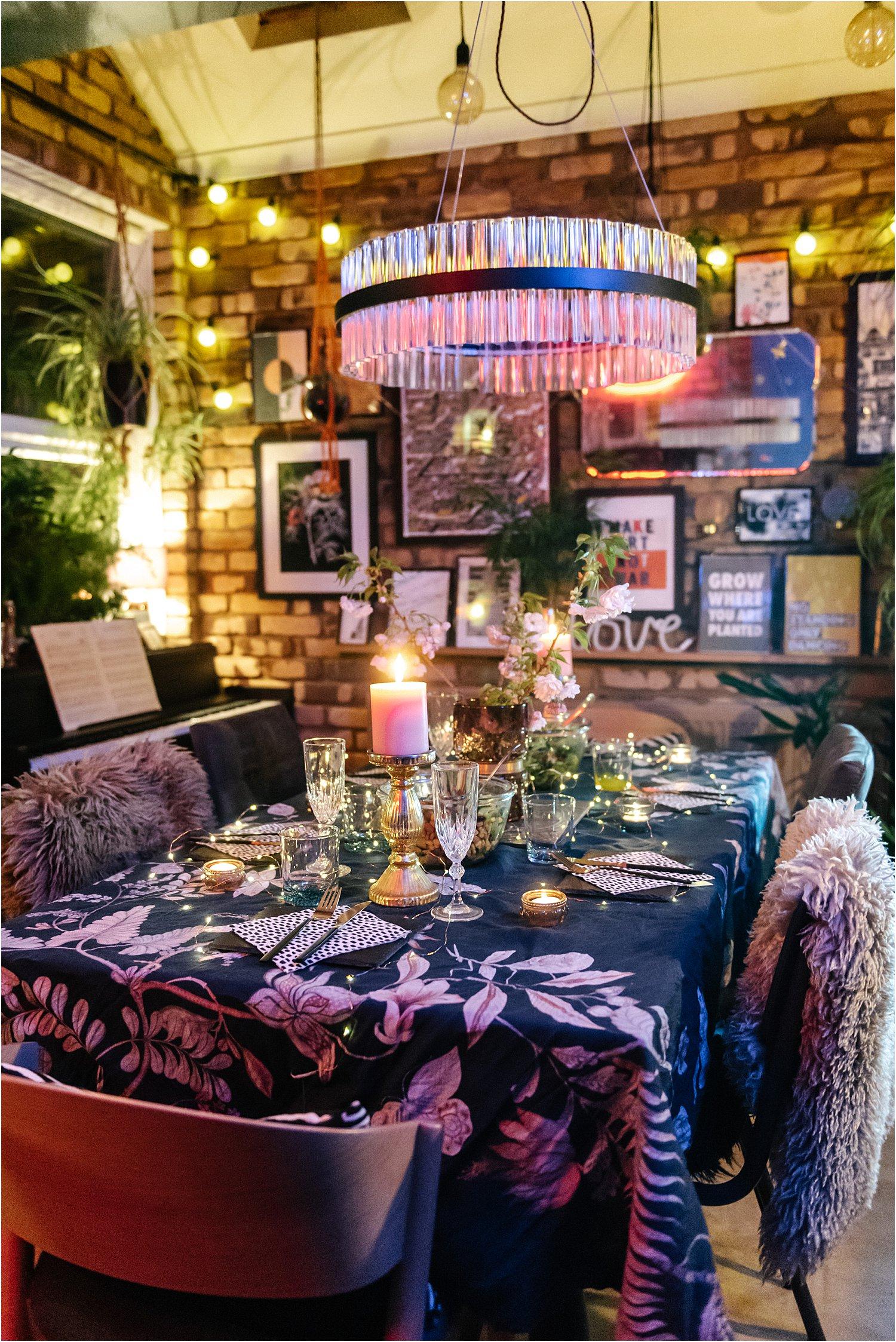 dark-maximalist-eclectic-neon-lighting-indoor-evening-lily-sawyer-photos_0003