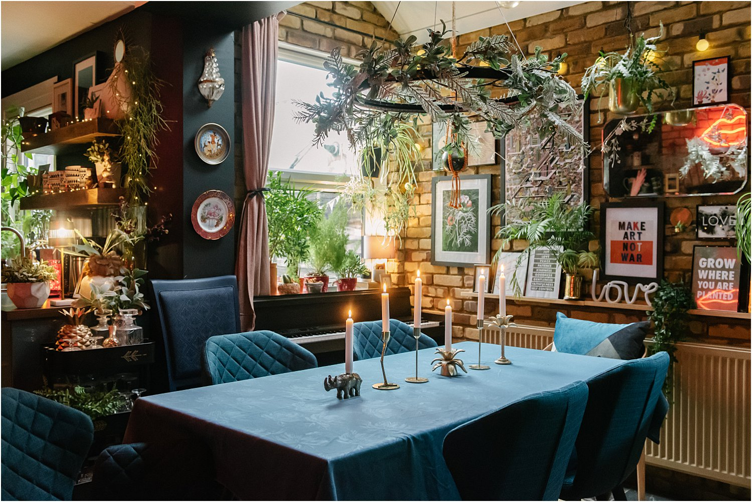 3-ways-style-Christmas-table-decorations-lily-sawyer-photo